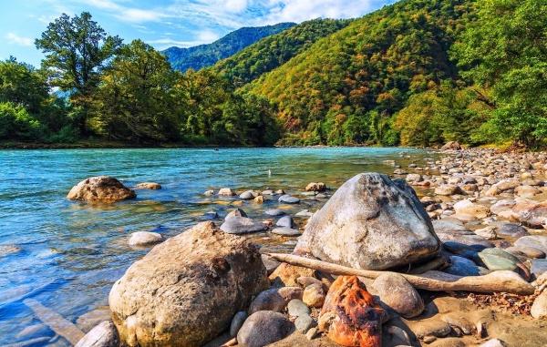 Абхазия или Черногория в начале июня - что лучше?