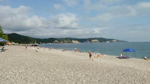 Пляж в Пицунде
