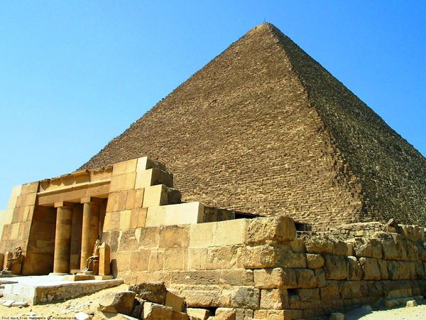 Знаменитая пирамида Хеопса