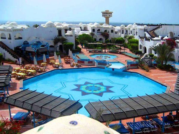 Первоклассный бассейн отеля Arabella Azur