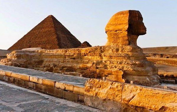 Каирская пирамида и сфинкс