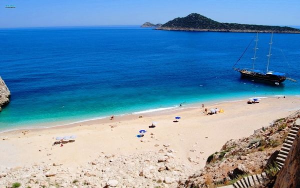 Самый знаменитый в Турции пляж Капуташ