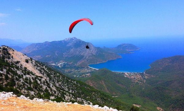 Полет с горы на параплане в волшебную бухту на песчаный пляж в Кемере