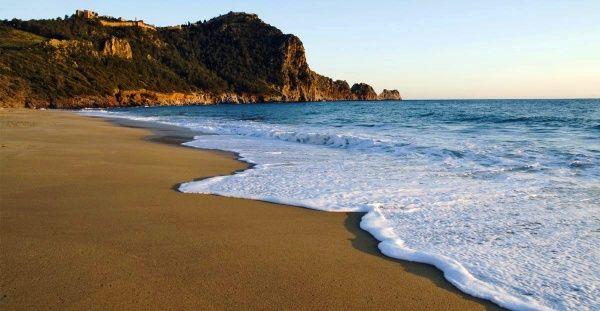 Чистый пляж награжденный «Голубым флагом»