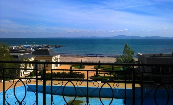 Вид из отеля Festa Pomorie курорта Поморье