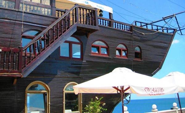 Прибрежный ресторан комплекса отдыха Св. Константин и Елена