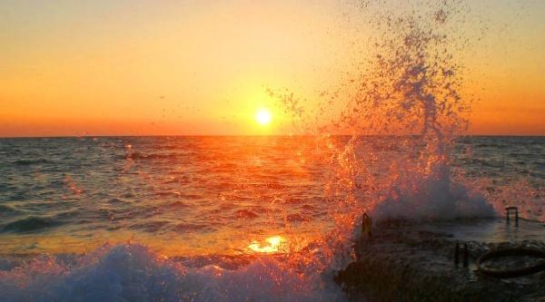 Закат на Черном море в Гаграх