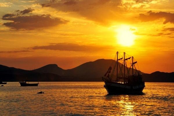 Коктебель, Черное море, закат солнца и корабль
