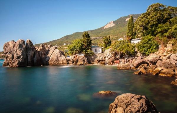 Феодосия, лагуна среди небольших скалистых гор