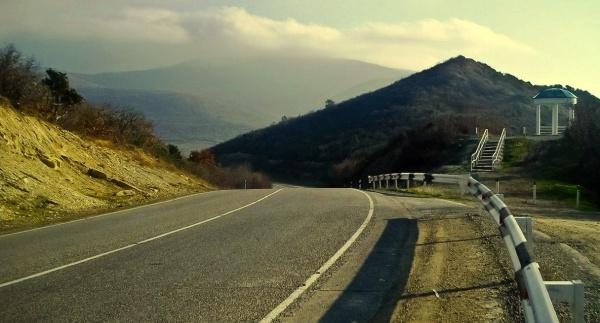 Беседка у дороги в Горах заповедника