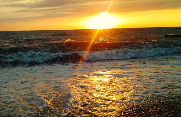 Закат на море в Адлер
