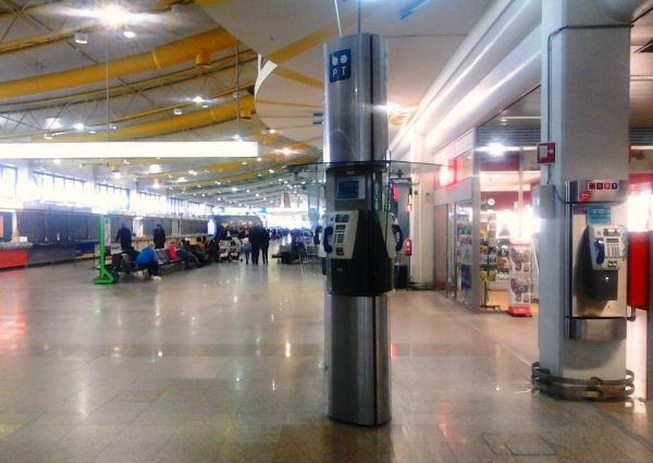 Аэропорт Портела, телефонный автомат