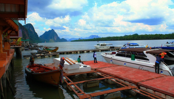 Остров и его пирс в Тайланде