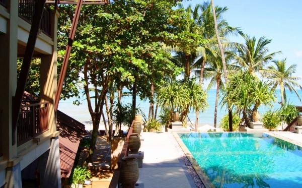 Территория отеля Impiana Resort & Spa в Самуи