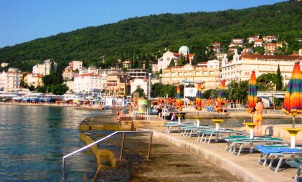 Хорватия, городской пляж курорта Опатия