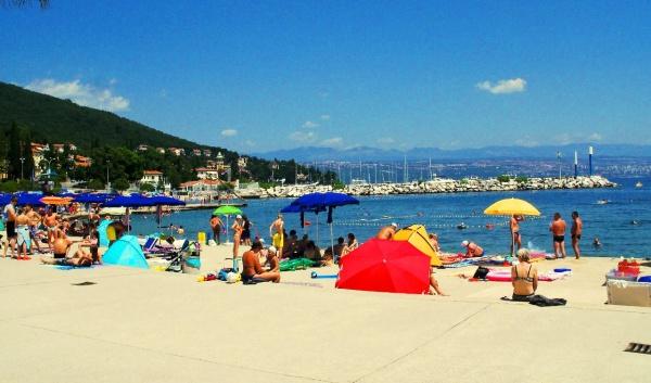 Великолепная набережная и чистый пляж в Хорватии