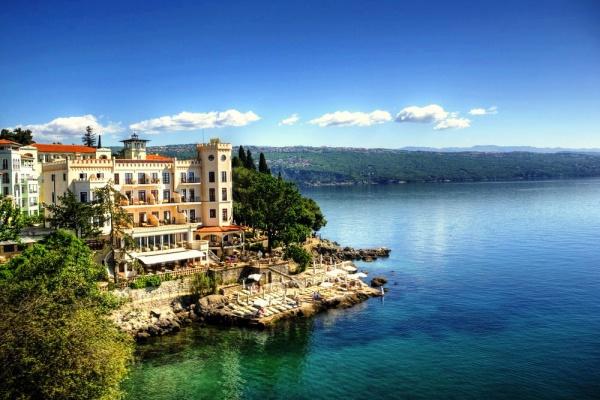 Отель на берегу моря на курорте Опатия