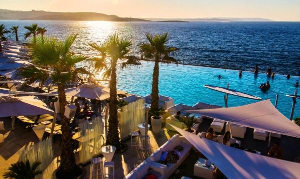 Курорт Аура и кафе дель-мар у моря