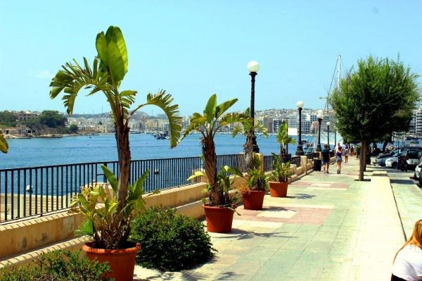 Набережная города-курорта Слим острова Мальта