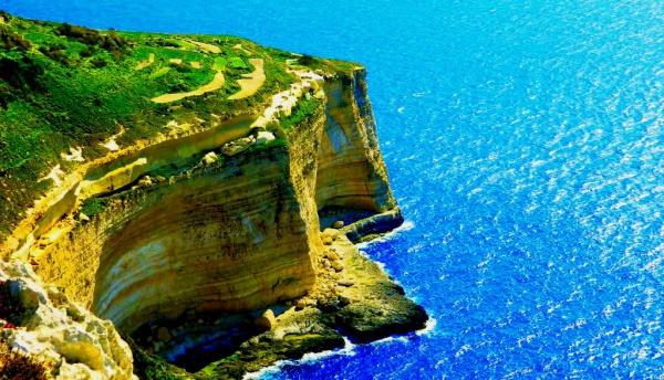 Скальное побережье возле города Dingli на острове Мальта