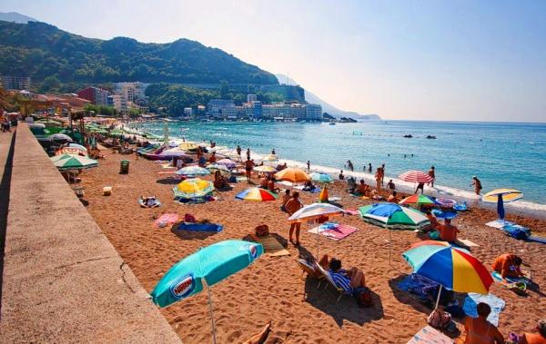 Один из лучших пляжей в Черногории