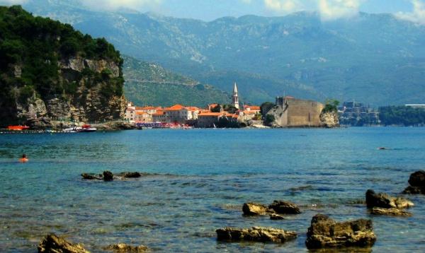 Отели среди скал в Черногории