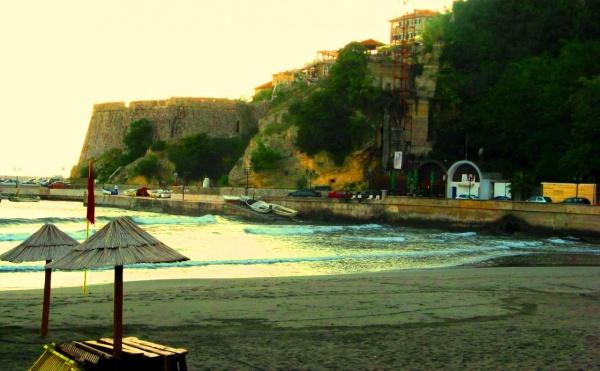 Малый пляж курортного города Ульцинь в Черногории