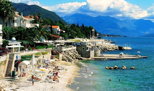 Отели на берегу адриатического моря в Черногории