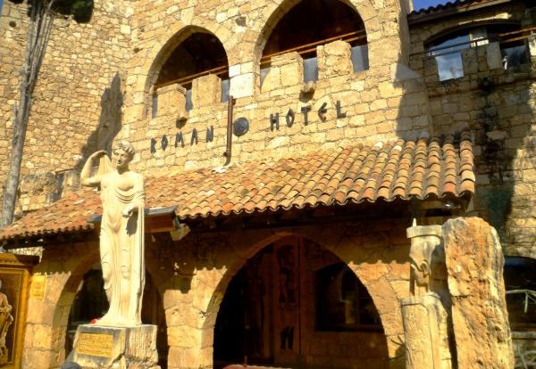 Отель Роман на острове Кипр в городе для богатых людей,- Пафос