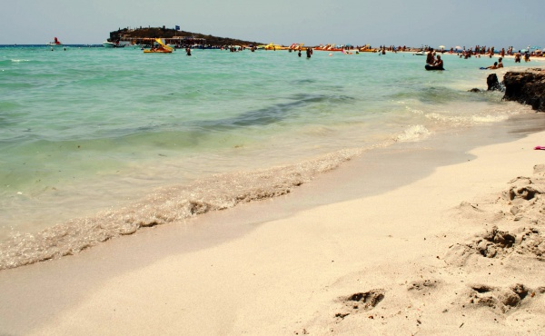 Пляж Нисси Бич с белым песком