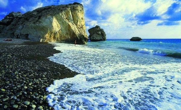 Галечный пляж Айя-Напа на Кипре в сентябре