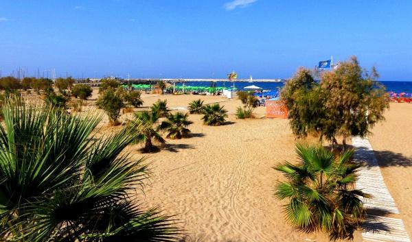 Пляж города Ретимно на острове Крит
