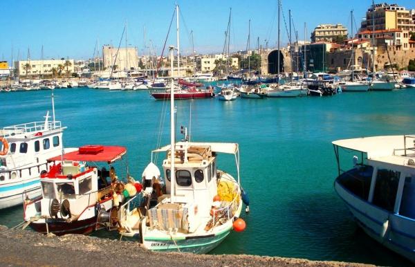 Набережная Ираклиона на острове Крит, причал кораблей