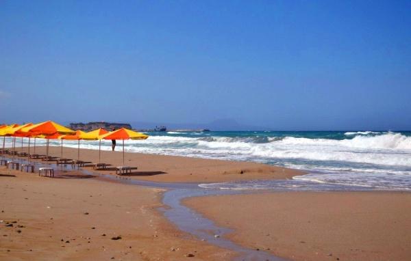 Пляж на курорте Ираклион на Крите