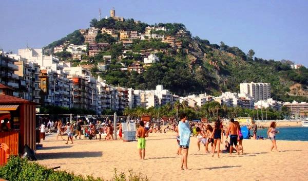 Пляж курорта Бланес в Испании