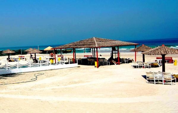 Пляж в Эмирате Адман, ОАЭ