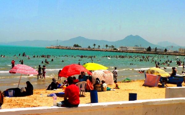Африканский пляж в столице Туниса