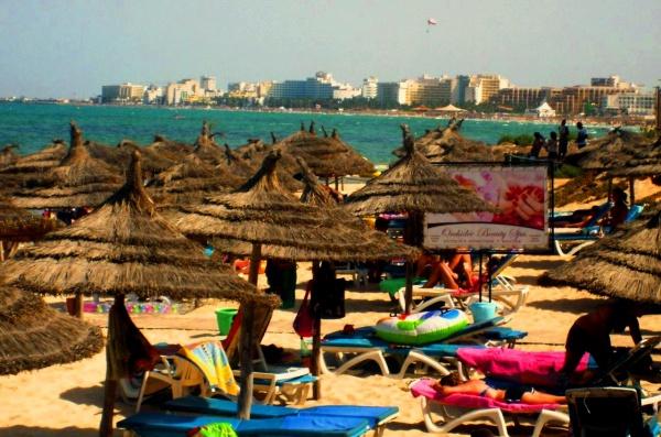 Один из городских пляжей Туниса
