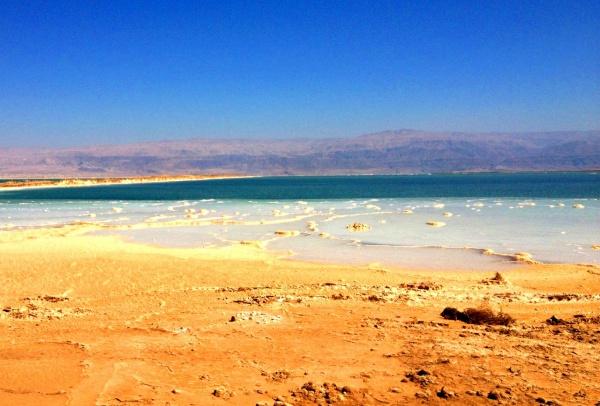 Соляные кристаллы в Мертвом море, Израиль