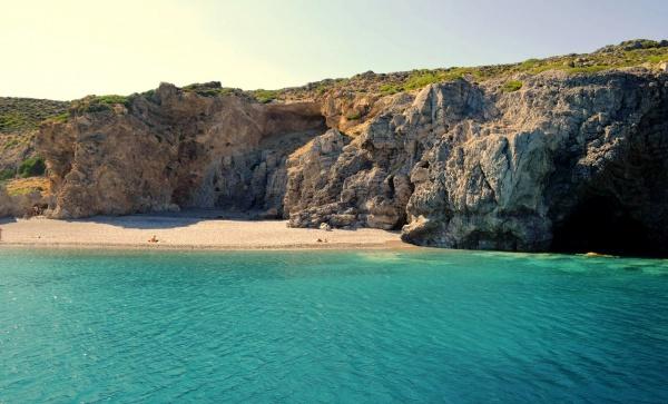 Родос, бухта с пляжем на острове
