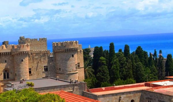 Крепость в городе Родос, достопримечательность острова