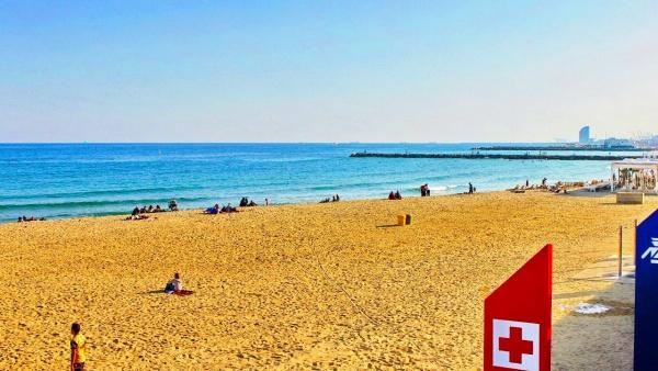Чистый пляж в Барселоне
