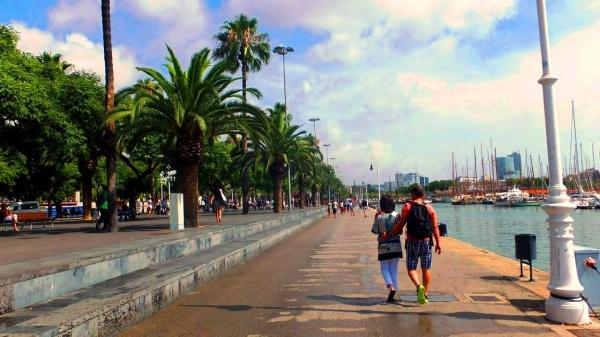 Набережная в Барселоне на Сардинском море