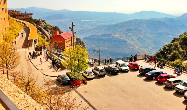 Вид на долину из монастыря Монсеррат
