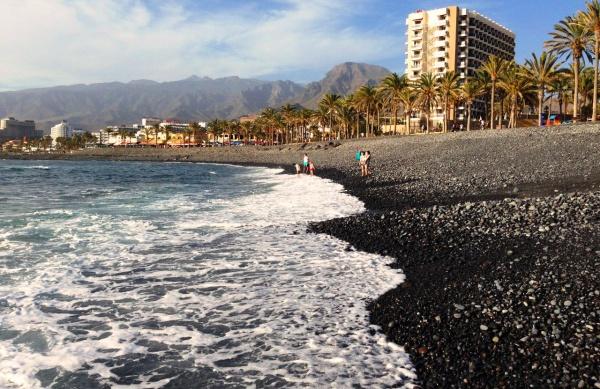 Черный пляж на острове Тенерифе