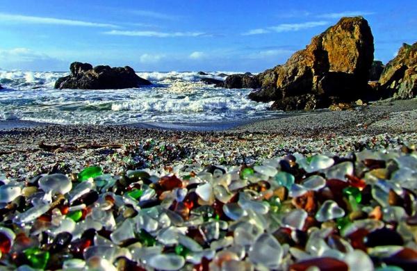 Необычные стеклянные пляжи в Америке, вас очень порадуют