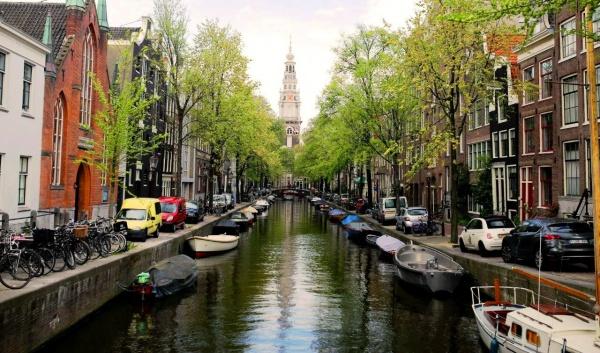 Нидерланды, гребной канал в Амстердаме и лодки
