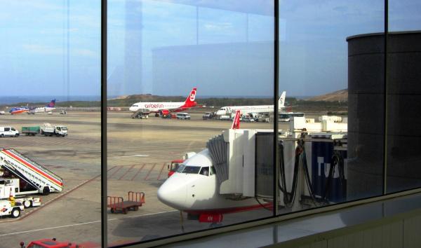 Самолеты готовящиеся на взлет, аэропорт Гран Канария