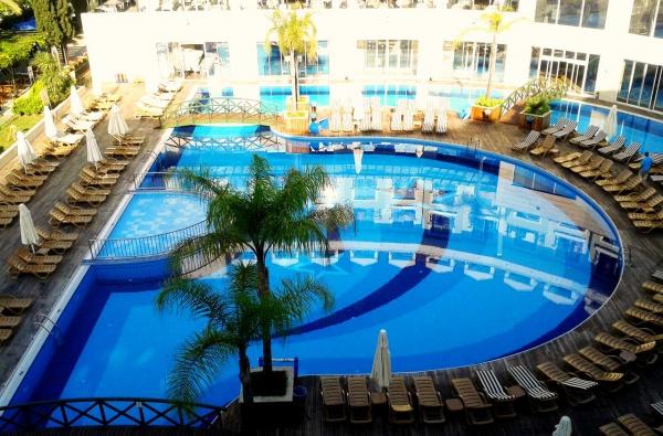 В Кемере есть первоклассный пятизвездочный отель meder resort