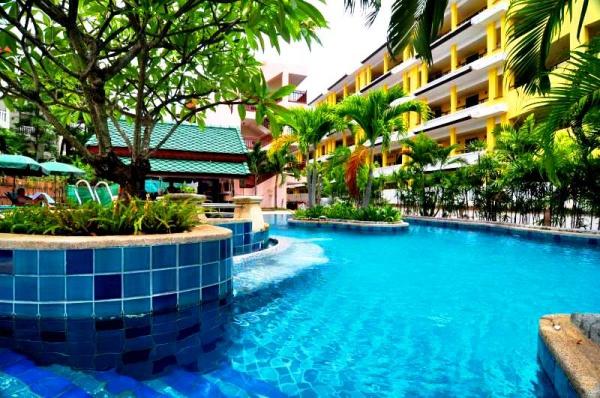 Бассейн на территории отеля Baan Karon Buri Resort на острове Пхукет